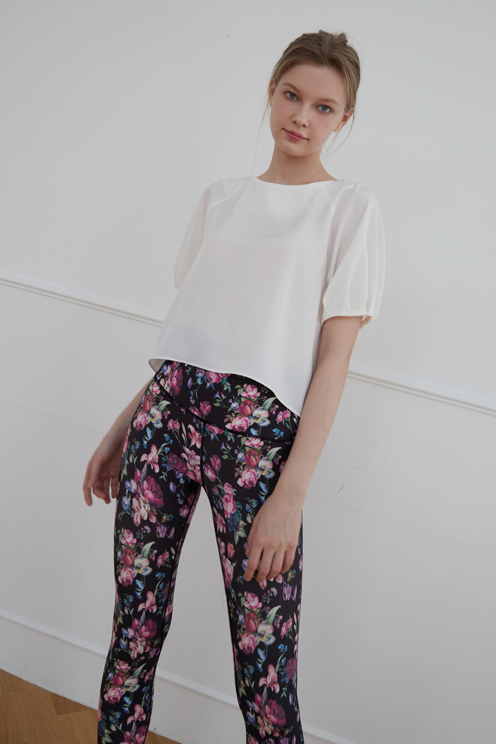 [4/7 예약배송] Floral mood leggings (Black)